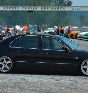 Lexus LS430 на гоночной трассе в Австрии